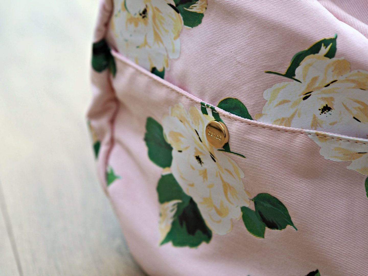 Rooi Ban.Do Lady of Leisure Floral Gym Bag Close Up