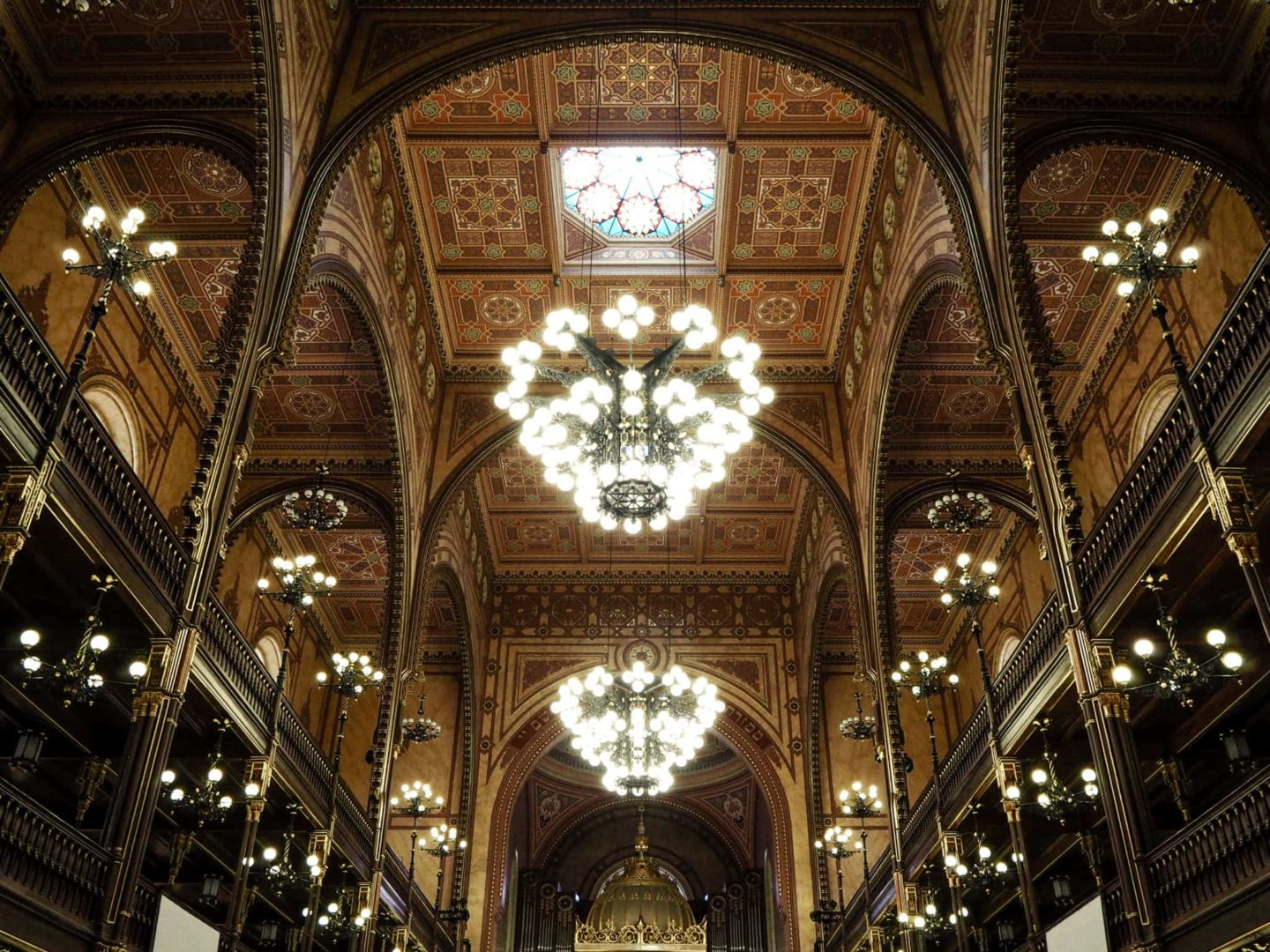 3 Day Budapest Itinerary - The Great Synagogue ceiling and chandelier
